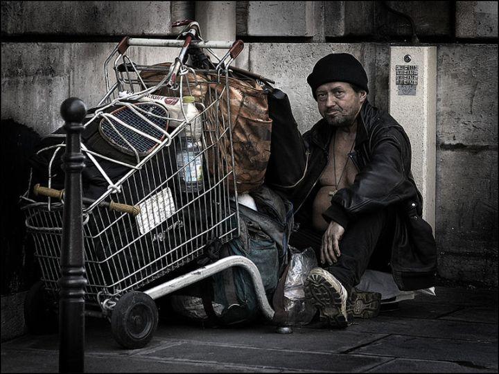 798px-HomelessParis_7032101