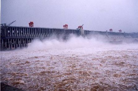 flood-water-threatens-three-gorges-dam_5106