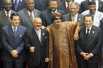 Mubarak_derecha_junto_Gadafi_Ben_Ali