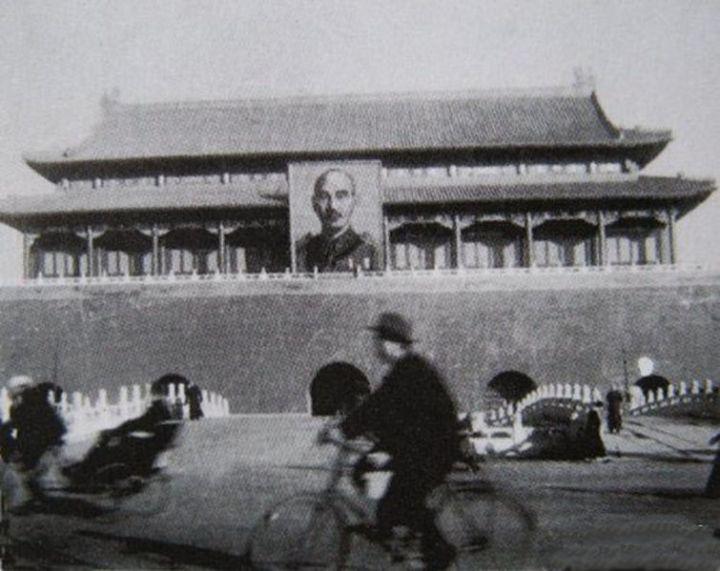 755px-Chiang_KaiShek_Portrait_Tiananmen_Beijing