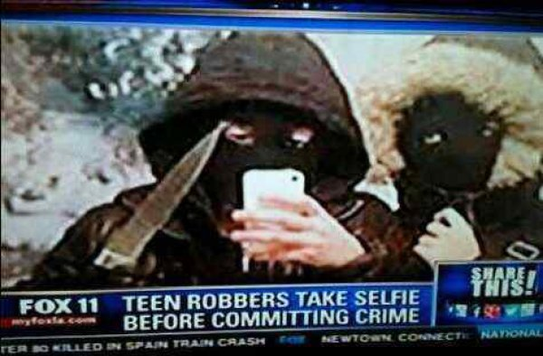 e2b7930e2dc65f2e7738298406f82194-stupid-teenagers-take-selfie-commit-crime
